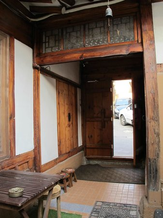 Sopoong Guest House: Front door