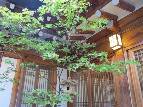 Sopoong Guest House: Central area of the Hanok
