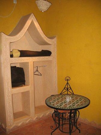 Hotel Ksar Merzouga : un coin dans la chambre