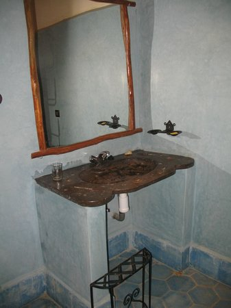 Hotel Ksar Merzouga : Le lavabo de la chambre