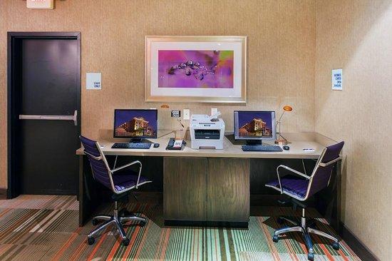 Holiday Inn Express Frisco : Business Center