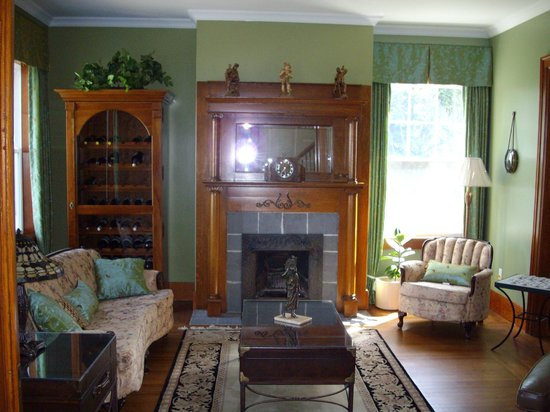 A La Gallarie Bed and Breakfast : Parlor