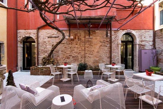 Corte Di Gabriela : courtyard
