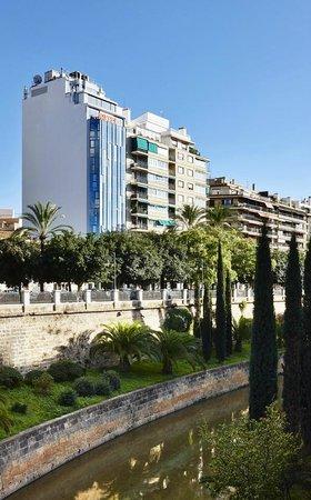 Hotel Palladium: Fachada exterior desde Paseo Mallorca