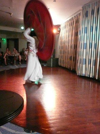 Taba Hotel and Nelson Village: Одно из шоу - бедуинский танец с юбками