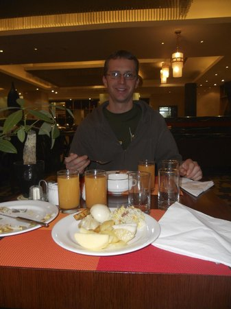 Kuntai Royal Hotel: very happy at breakfast in the restaurant