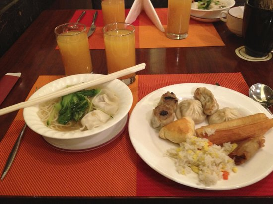 Kuntai Royal Hotel: wonton noodle soup, dumplings, yao tiu, fried rice...yummm