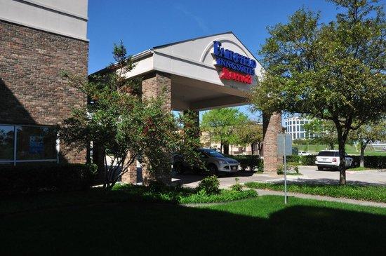 Fairfield Inn & Suites Dallas Las Colinas: Main portico.