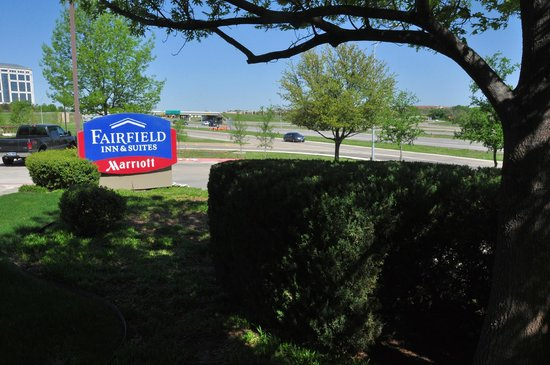 Fairfield Inn & Suites Dallas Las Colinas: This hotel is conveniently located just off Carpenter Freeway, not far from other thoroughfares.