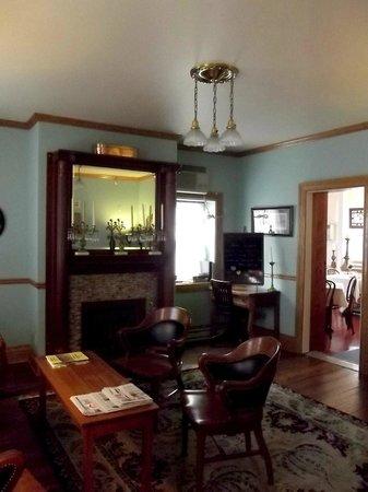 Patchwork Inn: the parlor