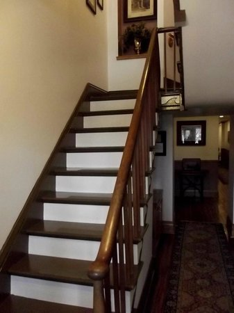 Patchwork Inn: Original staircase