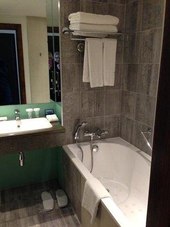 Hilton London Canary Wharf: exec bathroom!