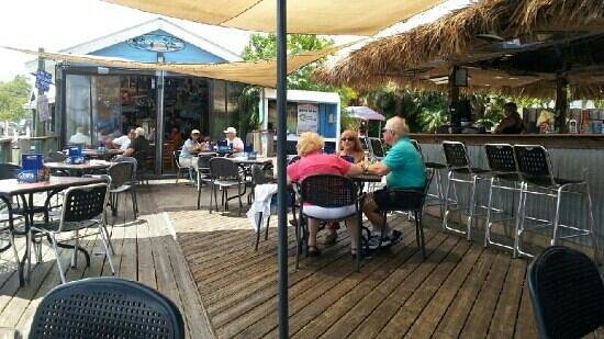 Manatee Island Bar & Grill: lazy wed afternoon