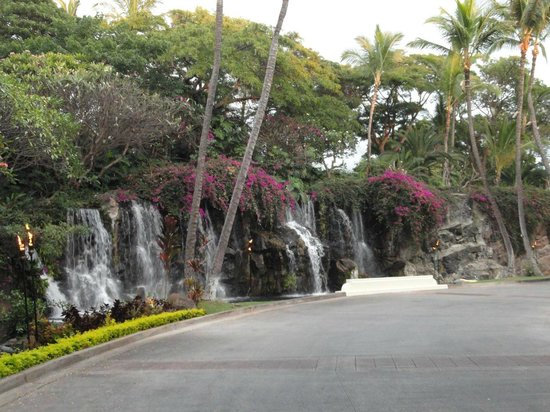 Grand Wailea - A Waldorf Astoria Resort: In front of the hotel