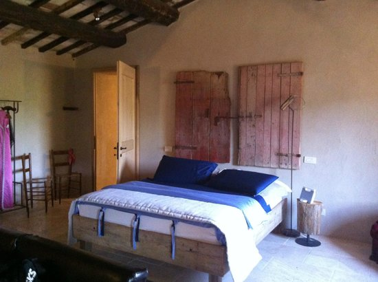 Follonico 4-Suite B&B: quarto