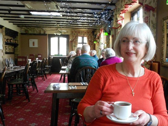 The Hanging Gate Pub and Restaurant: Enjoying after lunch coffee