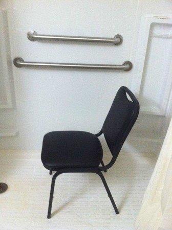 Quality Inn: makeshift shower chair
