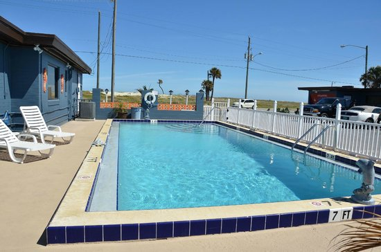 Atlantic Economy Inn : Zwembad