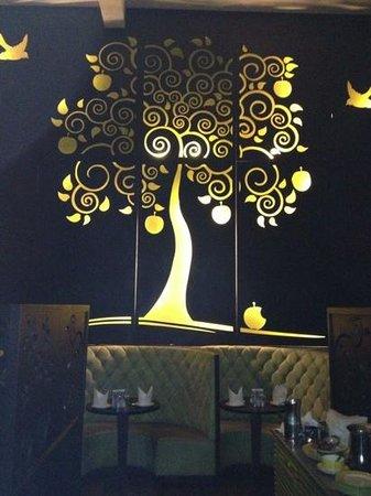 Honeymoon Inn Manali: dining hall candle light dinner