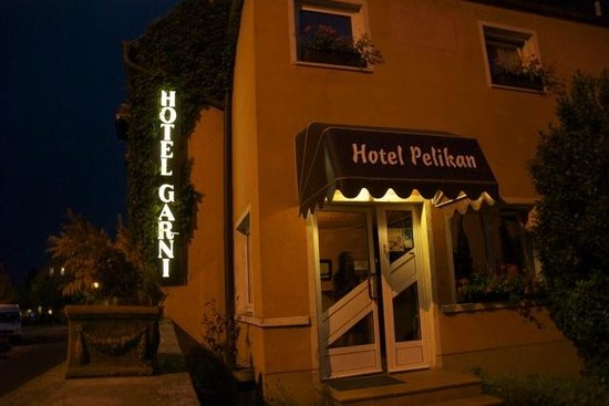 Pelikan Hotel: The hotel at night... a confusing sign ...