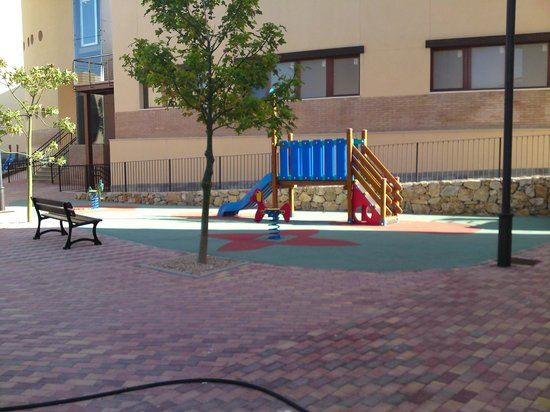 United Golf Apartments: play area