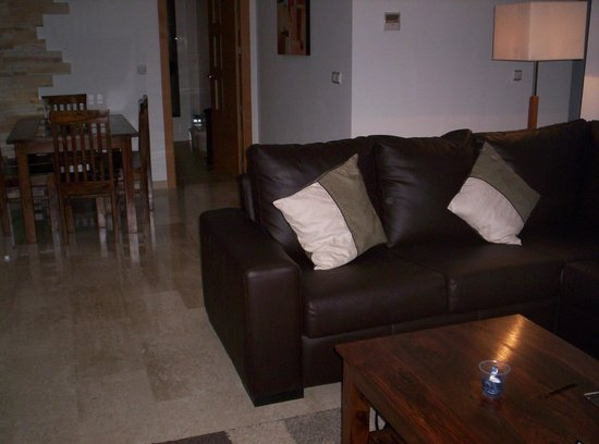 United Golf Apartments: living and dining area