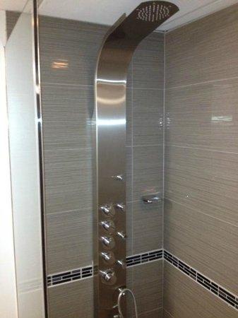 هوتل ديكو إكس في: Showers