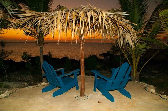 Sea Grape Villas: Chairs are perfect for sunsets!