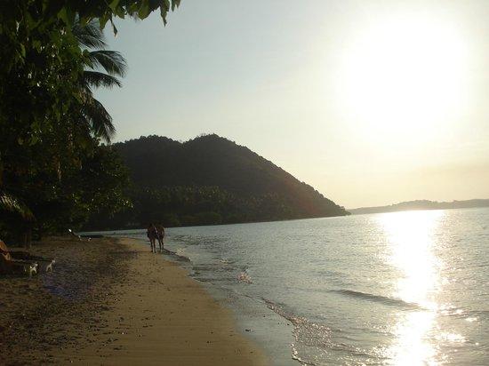 Baan Mai Beachfront Lone Island: Zonsondergang