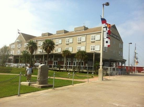 Harbor House: harbour house hotel