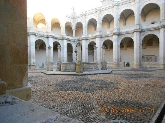 Museo de las Culturas de Oaxaca: patio interno de santo domingo