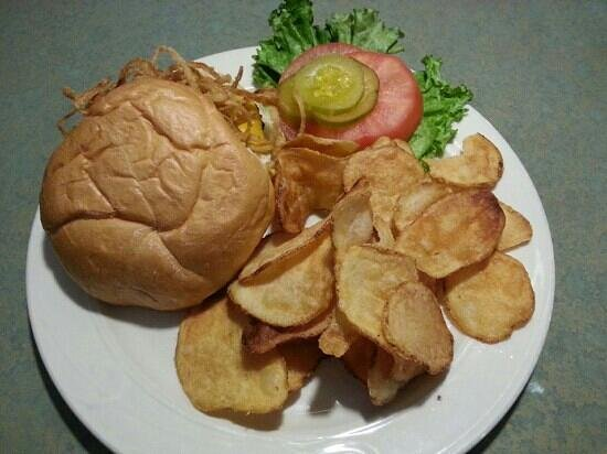 Alec's By the Sea: Cheddar burger with homemade chips