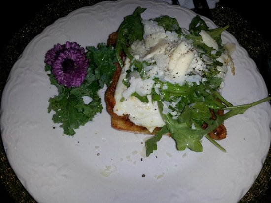 Cornerstone Victorian Bed & Breakfast : Toasted Ciabatta with tomato, bacon, egg, arugula and grated cheese