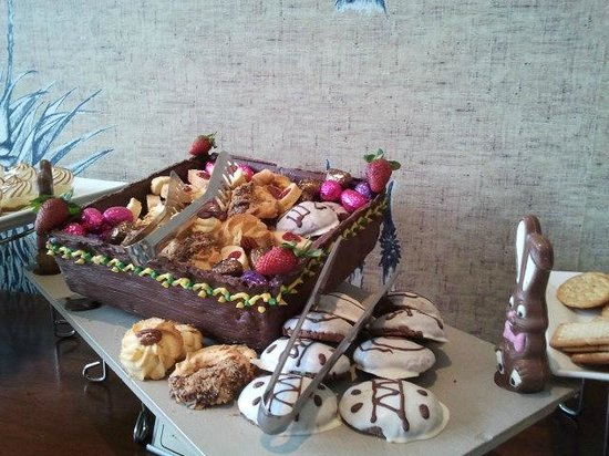 The Fairway Hotel, Spa & Golf Resort: Desert Buffet with homemade Easter Bunny's