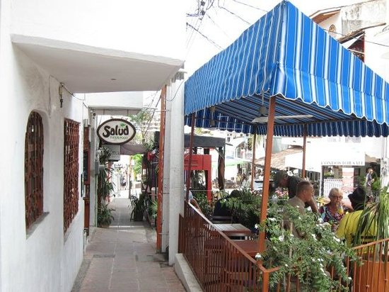 Salud Super Food: their outdoor seating