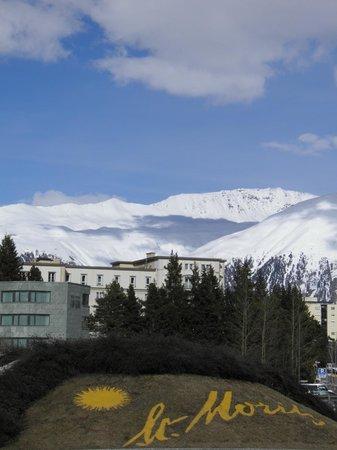 Club Med Saint Moritz Roi Soleil: L'entrée de la ville