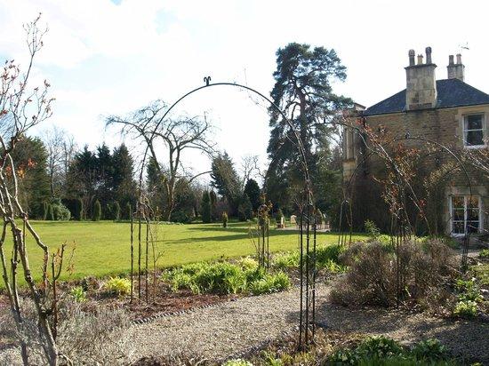 Guyers House Hotel: garden