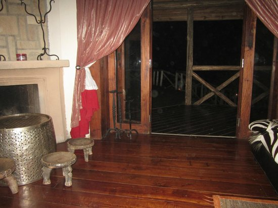 Escarpment Luxury Lodge: Lounge.