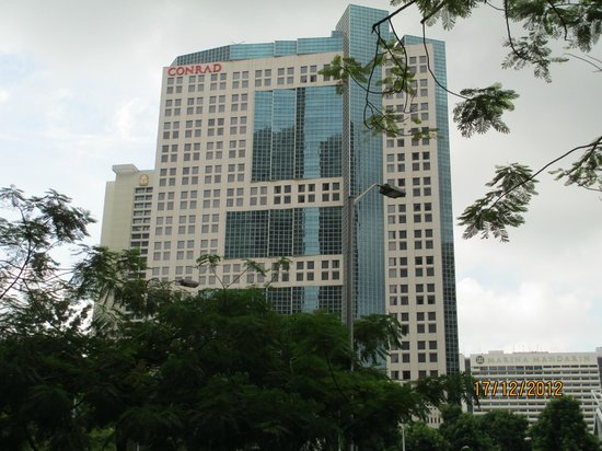 Conrad Centennial Singapore: Hotel from outside