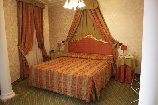 Kette Hotel: Room 406