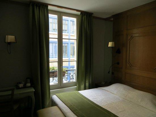 Hotel de Fleurie: Comfy bed