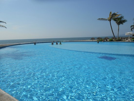 Mayan Palace Puerto Vallarta: Infinity Pool at the Mayan