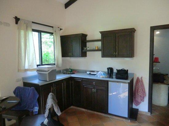 La Cacatua Lodge: Küchenzeile in unserem Bungalow