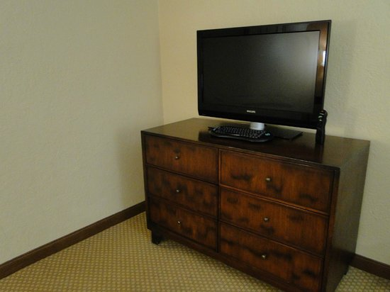 Sheraton Old San Juan Hotel: Limited programs on LCD TV