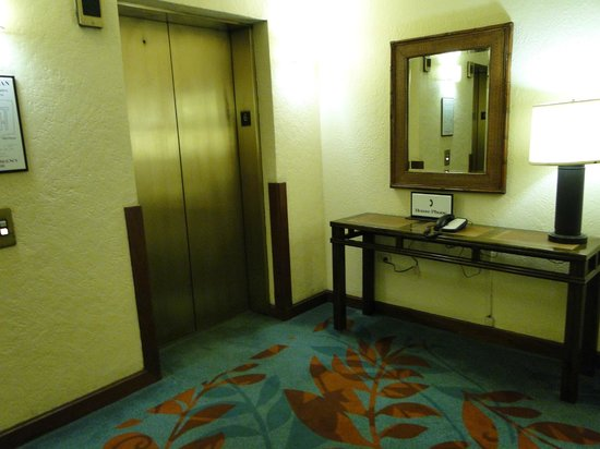 Sheraton Old San Juan Hotel: One of two slow elevators