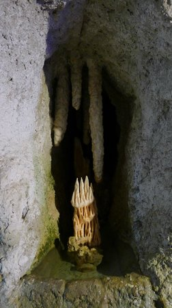 Kfarhim Grotto: a stalactite prepared with cement... unfortunately the way around and in a completely strange pl