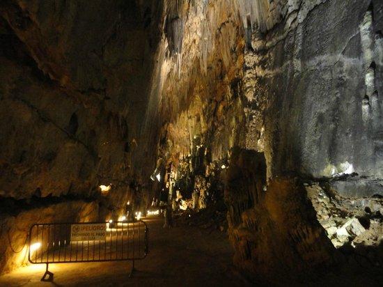 interior cueva - Picture of Cuevas de Valporquero, Valporquero de Torio - Tri...