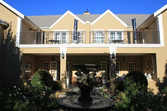 Rusthuiz Guest House : vue de l'hotel