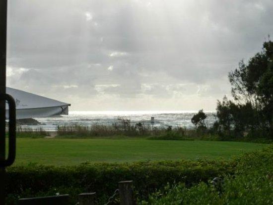 BreakFree Aanuka Beach Resort: View from breakfast to beach