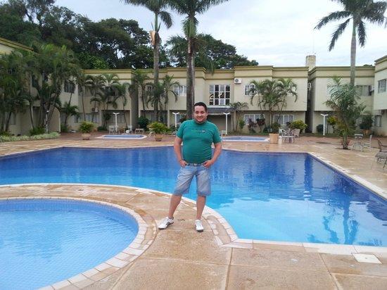 Muffato Plaza Hotel: pileta del hotel!! EXCELENTE